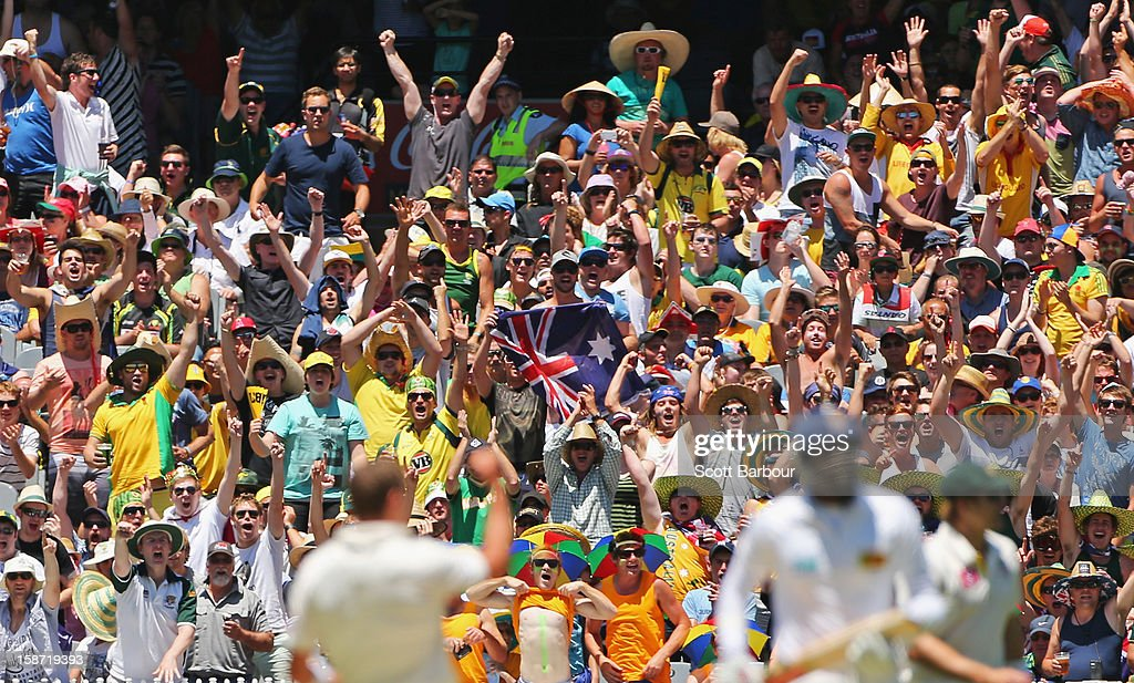 The crowd celebrates as Peter Siddle of Australia dismisses Angelo Mathews of Sri Lanka during day one of the Second Test match between Australia and Sri Lanka at Melbourne Cricket Ground on December 26, 2012 in Melbourne, Australia.