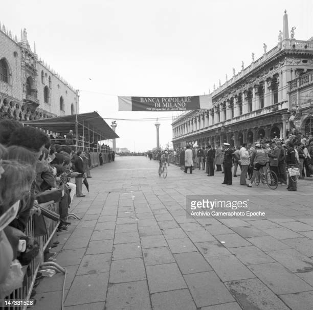 The crowd watching the 'Giro d'Italia' bycicle race in St Mark Square Venice 1978