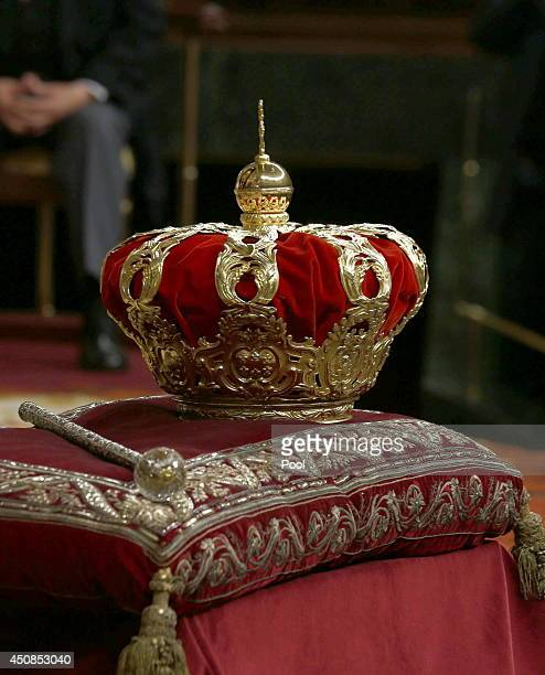 The crown and scepter belonging to the Royal Collections of National Heritage which since the reign of Isabel II were used in the ceremonies of...