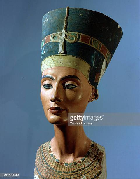 analysis famous statue akhenaton Akhenaten is a source of endless fascination and speculation - this often masks the fact that we actually know very little about him dr kate spence.