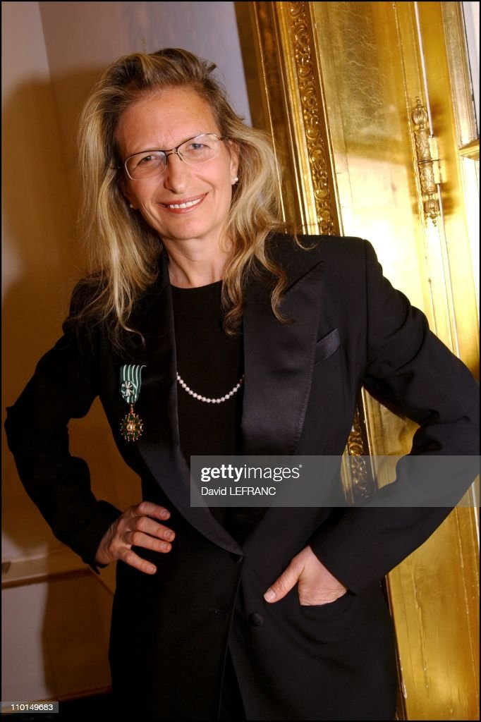 The cultural service of the French embassy in NYC confers the medal of the 'Order of Arts and Letters' to Annie Leibovitz in New York United States...