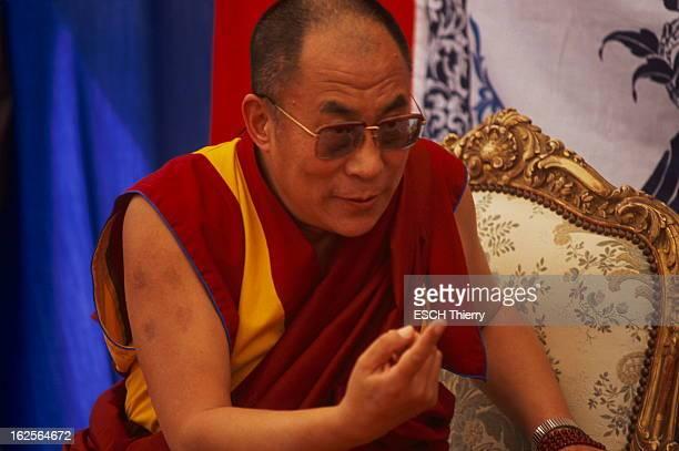 The Dalai Lama In Dordogne For The Peace Days Le DALAI LAMA maître spirituel et temporel des bouddhistes tibétains en visite à SAINTLEONSURVEZERE en...