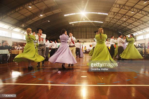CONTENT] The dances are imbued with the true flavor Creole Rio Grande do Sul are legitimate expressions of the soul gaucho As danças estão...