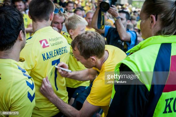 Thomas Kahlenberg of Brondby IF and fans BRONDBY DENMARK MAY 28 the Danish Alka Superliga match between Brondby IF and FC Nordsjalland at Brondby...