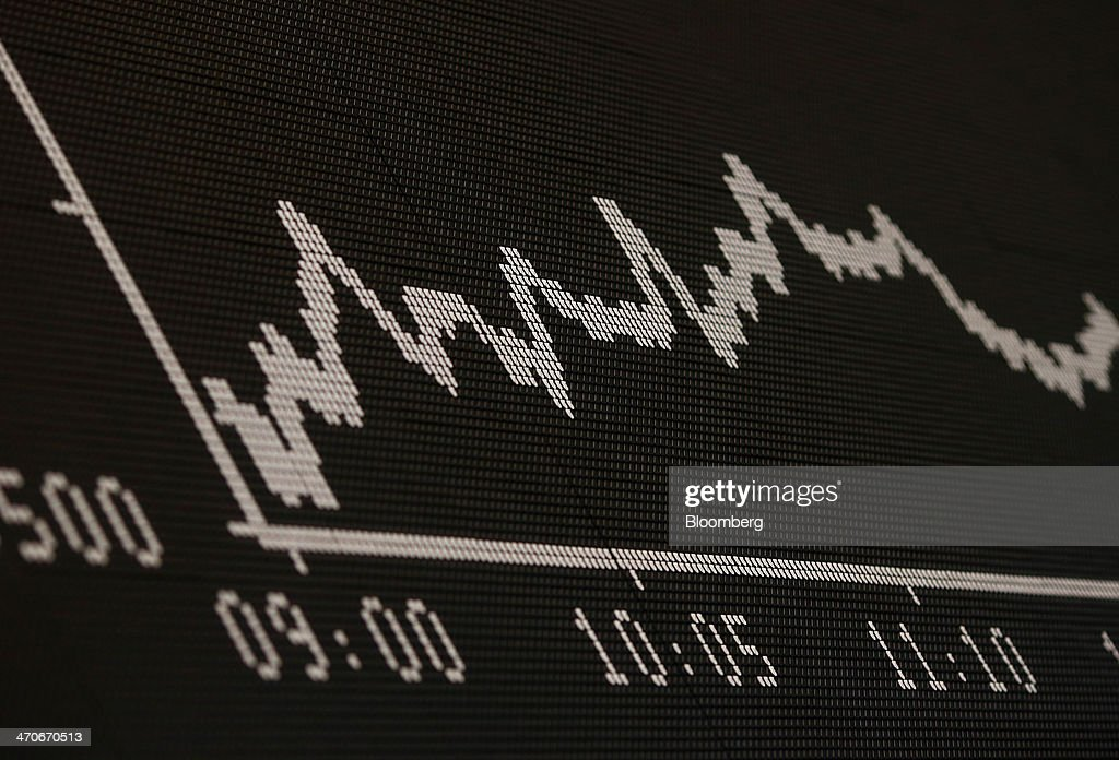 The DAX index curve is displayed on an electronic board at the Frankfurt Stock Exchange in Frankfurt, Germany, on Thursday, Feb. 20, 2014. Deutsche Boerse AG plans to set up a clearinghouse in Singapore to compete with Singapore Exchange Ltd. and IntercontinentalExchange Group Inc. as the owner of the Frankfurt Stock Exchange and the Eurex futures market seeks to benefit from new financial regulations. Photographer: Ralph Orlowski/Bloomberg via Getty Images