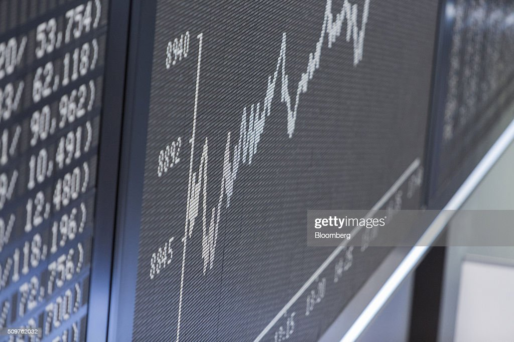 The DAX Index curve sits displayed on an electronic board inside the Frankfurt stock exchange in Frankfurt, Germany, on Friday, Feb. 12, 2016. A rebound in banks helped lift European stocks from their lowest levels since 2013, trimming a second weekly decline. Photographer: Martin Leissl/Bloomberg via Getty Images