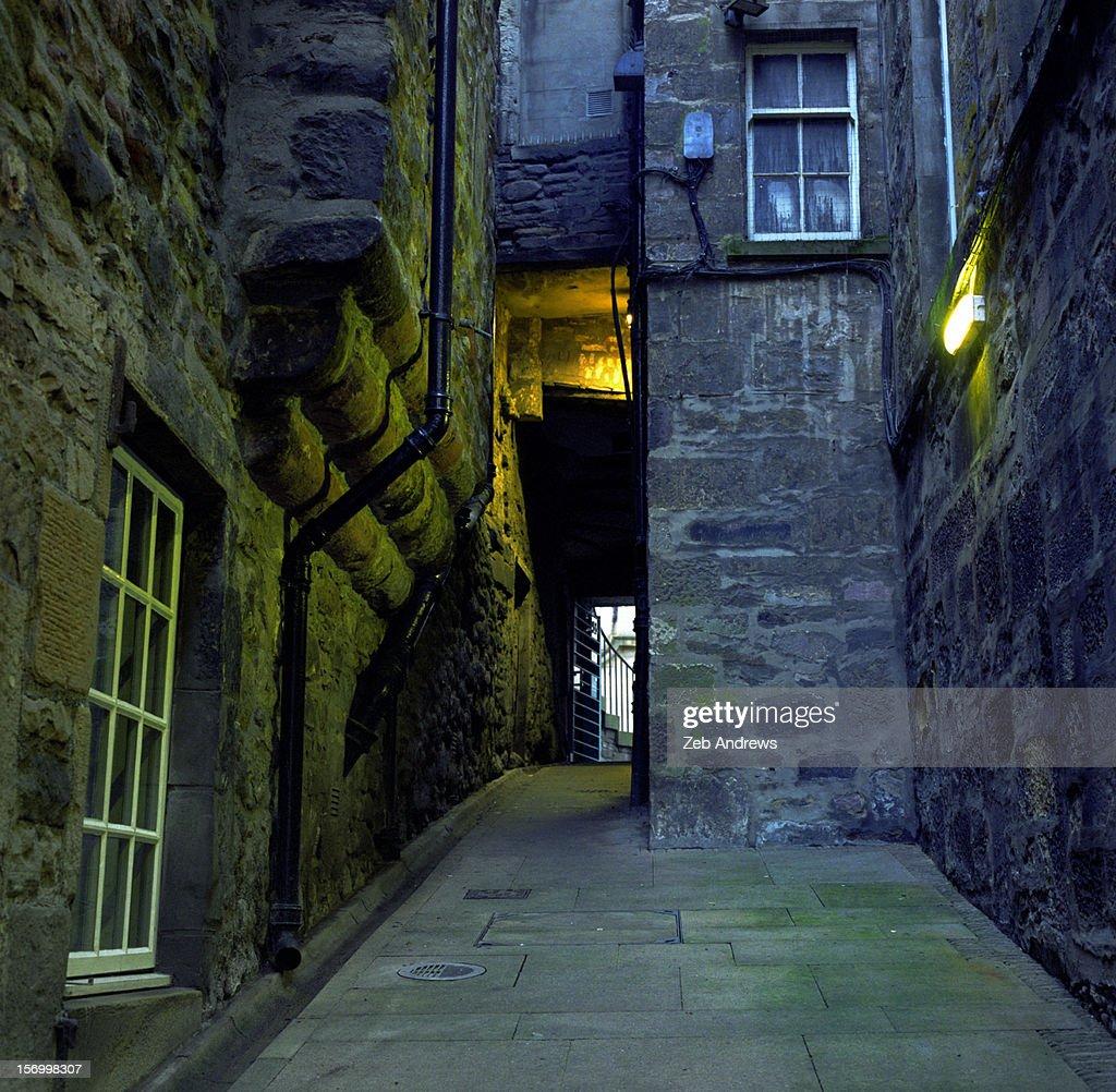 The depths of Old Town Edinburgh : Stock Photo