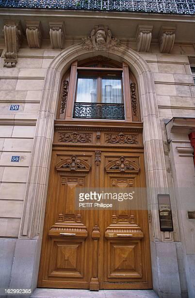 The Deputy Office Of Edouard Balladur Porte cochère de l'immeuble dans le VIIIe arrondissement de Paris où se trouve la nouvelle permanence d'Edouard...