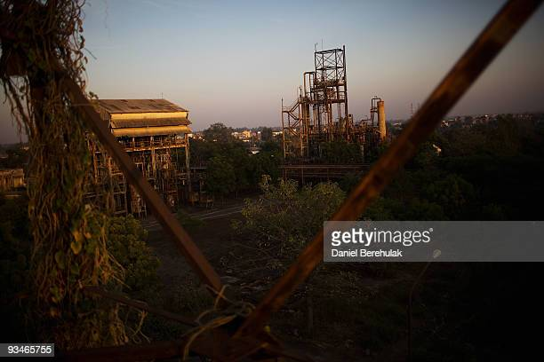 The deserted building of the Union Carbide factory are pictured on November 28 2009 in Bhopal India Twentyfive years after an explosion causing a...