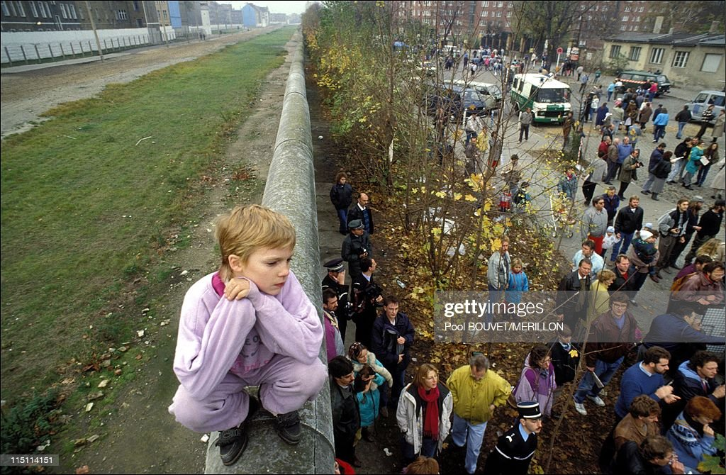 Destruction Of The Berlin Wall 25 Years Since The Fal...