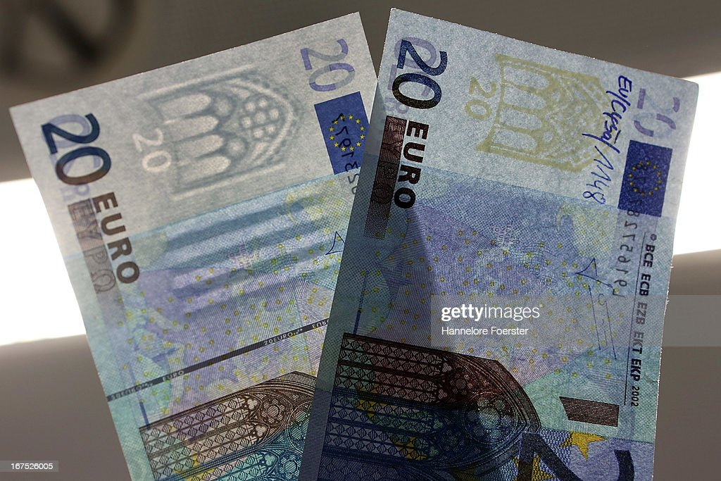 The difference between a real (left) and a fake (right) 20 Euro note, at the counterfeit money analysis lab (Nationales Analysezentrum fuer Falschgeld und beschaedigtes Bargeld) of the German Bundesbank during a demonstration for the media on April 26, 2013 in Mainz, Germany. The center is Germany's main facility for analysing potentially counterfeit money and also repairs damaged banknotes.