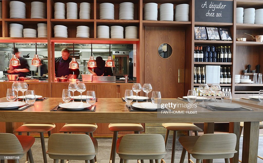 Inside the le lazare restaurant getty images - Restaurant gare saint lazare ...