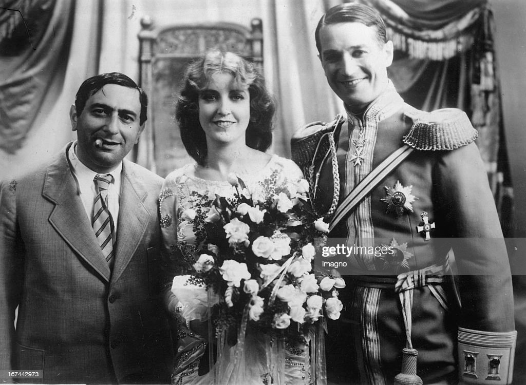 The director Ernst Lubitsch with Jeanette MacDonald and Maurice Chevalier (from left to right) during rehearsals of the film-operette DIE LIEBESPARADE. 1929. Photograph. (Photo by Imagno/Getty Images) Der Regisseur Ernst Lubitsch mit Jeanette MacDonald und Maurice Chevalier (von links nach rechts) während der Proben zur Film-Operette DIE LIEBESPARADE. 1929. Photographie.
