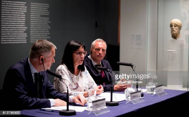 The director of the British museum Hartwig Fischer the art expert Peter Higgs and Elisa Duran during the press conference in 'Agon La Competicion En...
