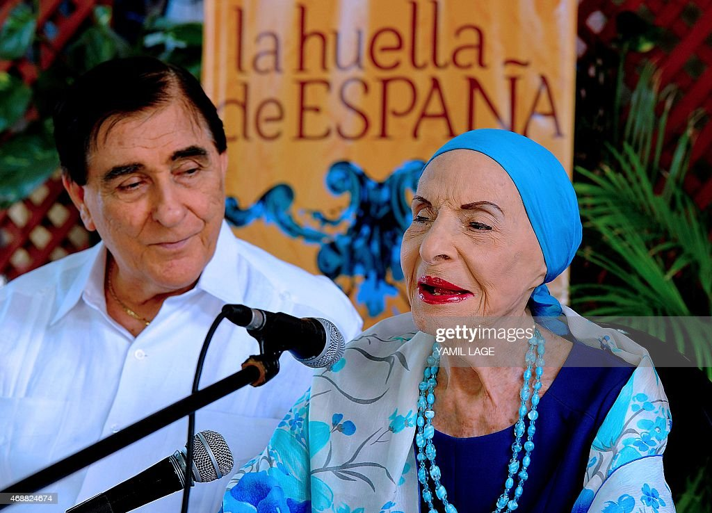 The director of the prestigious National Ballet of Cuba, legendary Prima Ballerina Assoluta <a gi-track='captionPersonalityLinkClicked' href=/galleries/search?phrase=Alicia+Alonso&family=editorial&specificpeople=217756 ng-click='$event.stopPropagation()'>Alicia Alonso</a> (R), speaks during a press conference about the 'La Huella de Espana Festival' in Havana, on April 7, 2015. AFP PHOTO / YAMIL LAGE