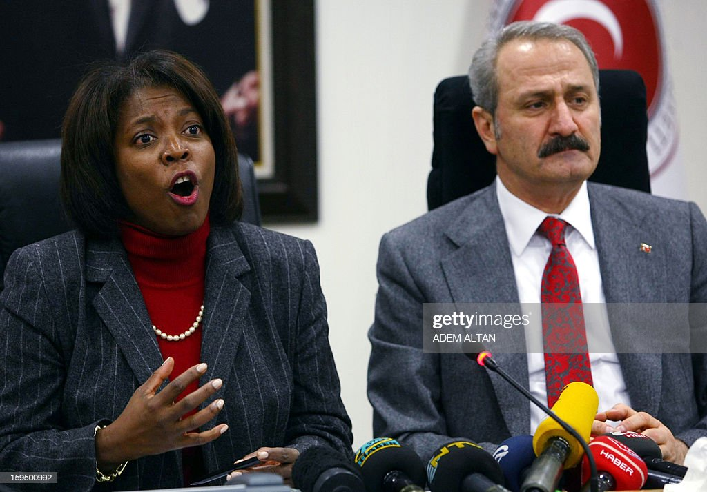 The director of the United Nations World Food Programme (WFP), Ertharin Cousin (L) and Turkish Economy Minister Zafer Caglayan give a press conference in Ankara on January 14, 2013.
