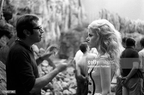 The director Roger Vadim on the set of Barbarella talks to Jane Fonda the leading actress of the movie with the role of a charming astronaut the two...
