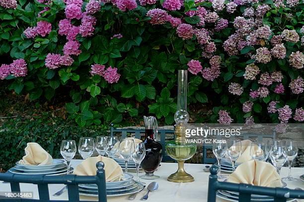 The Discovery Of The Corsican Cooking A la découverte d'une région du monde par sa gastronomie Cette semaine la Corse table dressée sur la terrasse...
