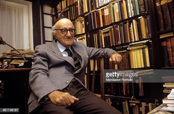 The distinguished Israeli intellectual Yeshayahu Leibowitz portrayed during an interview seated into his study with his back to his desk Leibowitz...
