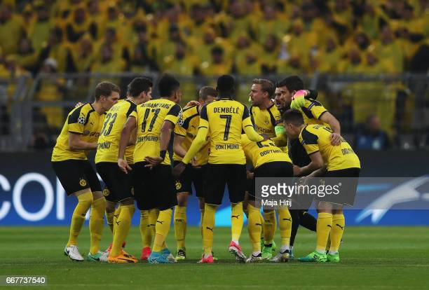 The Dortmund players huddle prior to the UEFA Champions League Quarter Final first leg match between Borussia Dortmund and AS Monaco at Signal Iduna...