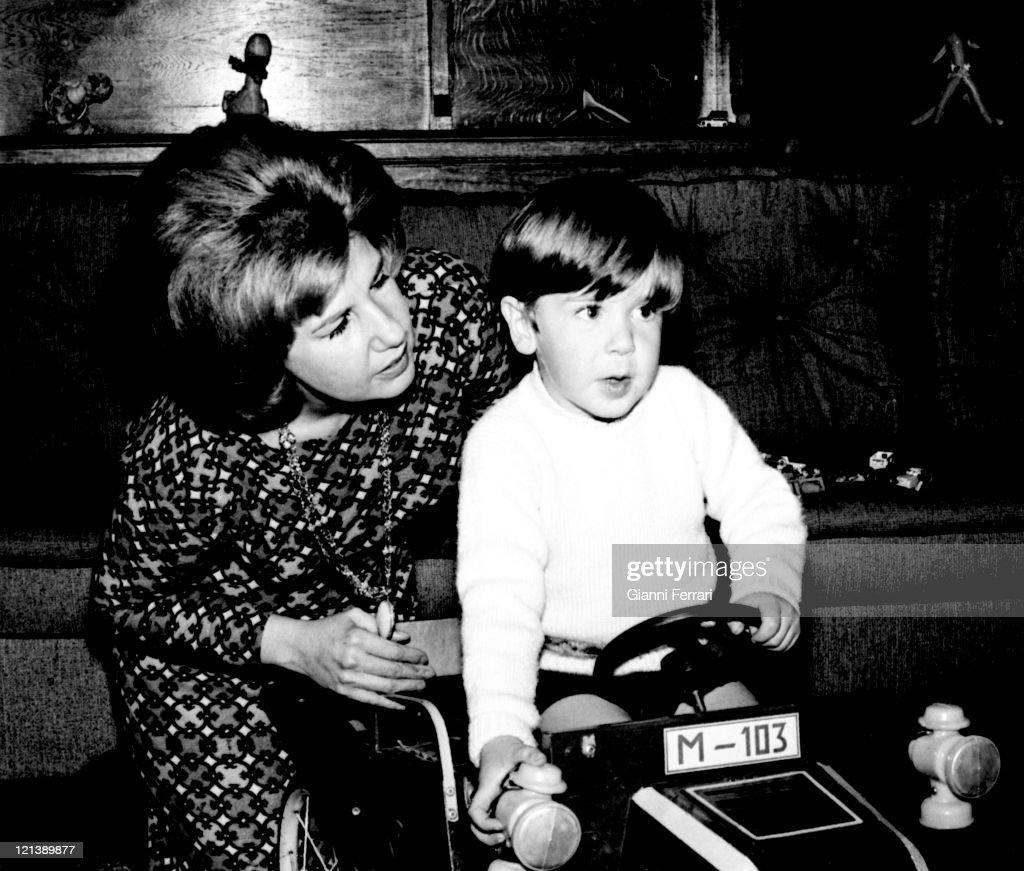 The Duchess Cayetana of Alba with her children Cayetano at the 'Palacio de Liria' 25th February 1966 Madrid Spain Photo by Gianni Ferrari/Cover/Getty...