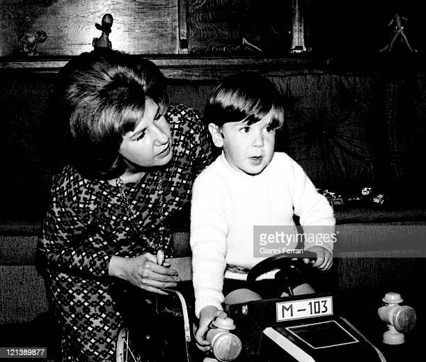 The Duchess Cayetana of Alba with her children Cayetano at the 'Palacio de Liria' 25th February 1966 Madrid Spain Photo by Gianni Ferrari/Cover/Getty...