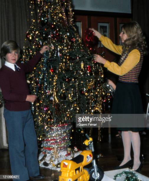 The Duchess Cayetana of Alba with her children Cayetano Count of Salvatierra at Christmas at the 'Palacio de Liria' 22nd December 1973 Madrid Spain