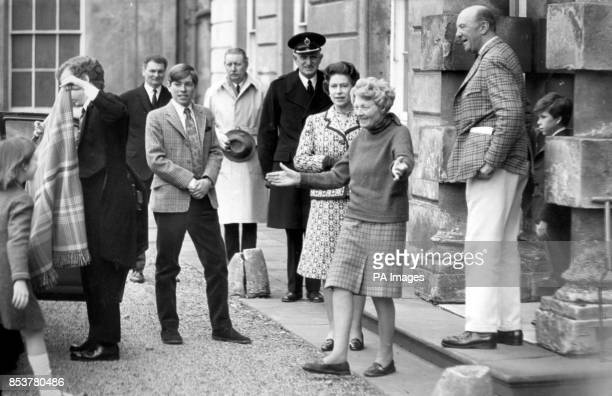 The Duchess of Beaufort welcomes Lady Sarah ArmstrongJones to Badminton House with open arms The Queen Prince Andrew and Viscount Linley also arrived...