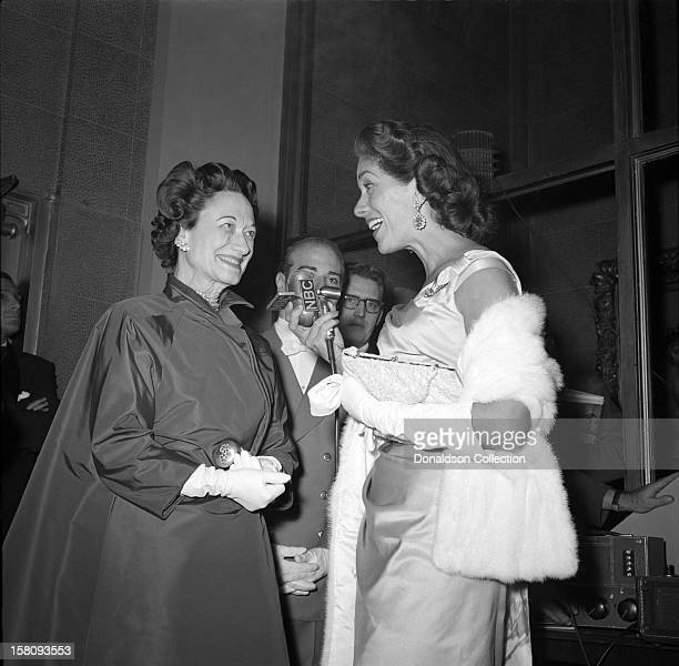 The Duchess of Windsor is interviewed by an NBC radio jornalist at the opening night of Judy Garland at the RKO Palace on September 26 1956 in New...