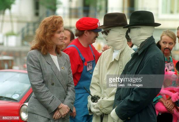 The Duchess of York had a 'close encounter' with the invisible man at Chelsea harbour before his departure on the London to Monte carlo treasure hunt...