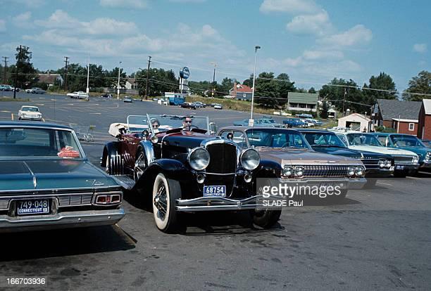 The Duesenberg Model Cabriolet 'J' Aux EtatsUnis en septembre 1966 le cabriolet DUSENBERG modèle 'J' une voiture de collection garée au milieu de...