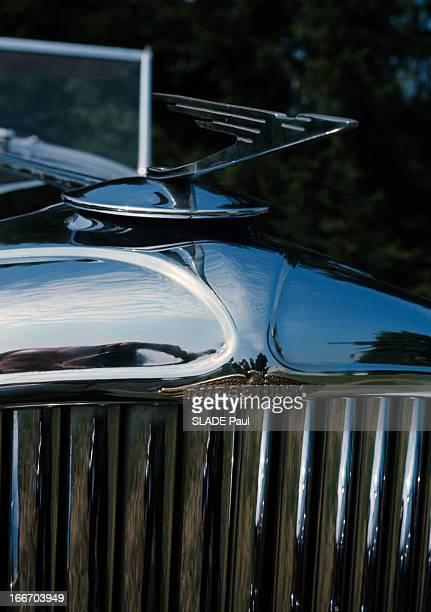 The Duesenberg Model Cabriolet 'J' Aux EtatsUnis en septembre 1966 le cabriolet DUSENBERG modèle 'J' une voiture de collection gros plan sur le logo...