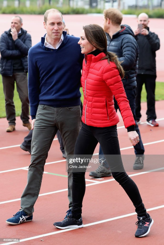 the-duke-and-duchess-of-cambridge-and-prince-harry-join-team-heads-picture-id633897384