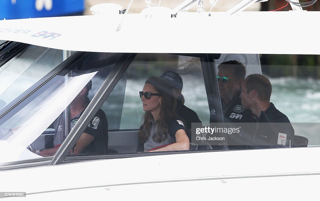 the-duke-and-duchess-of-cambridge-and-sir-charles-dunstone-watch-the-picture-id579464686