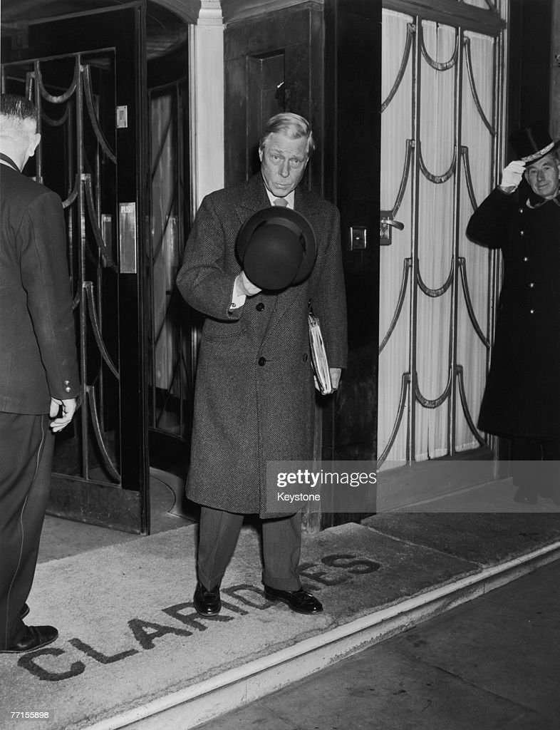 The Duke of Windsor (1894 - 1972) leaves Claridges Hotel in London, 11th December 1959.