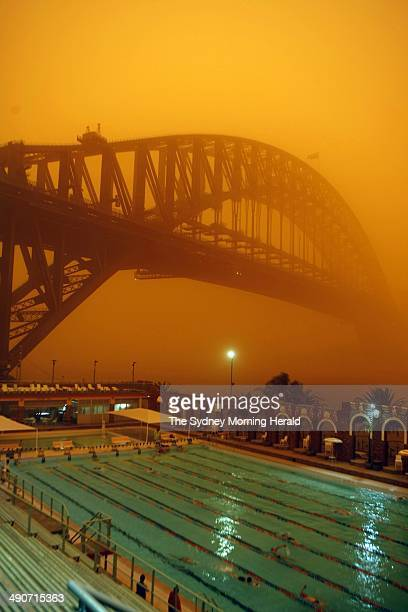 The dust storm as seen from North Sydney Pool at 812am