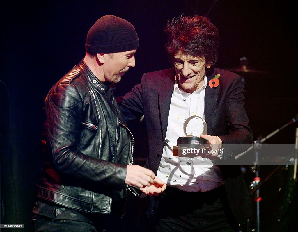 The Edge accepts the Gibson Les Paul Award from Ronnie Wood during The Stubhub Q Awards 2016 at The Roundhouse on November 2, 2016 in London, England.