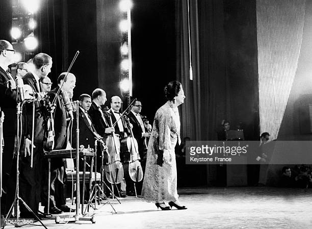 The Egyptian Singer Oum Kalsoum Who Was A Great Hit At The Olympia Thanking The Public Under A Thundering Applause On November 14 1967