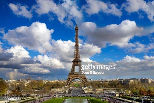 The Eiffel Tower and Paris skyline : Foto de stock