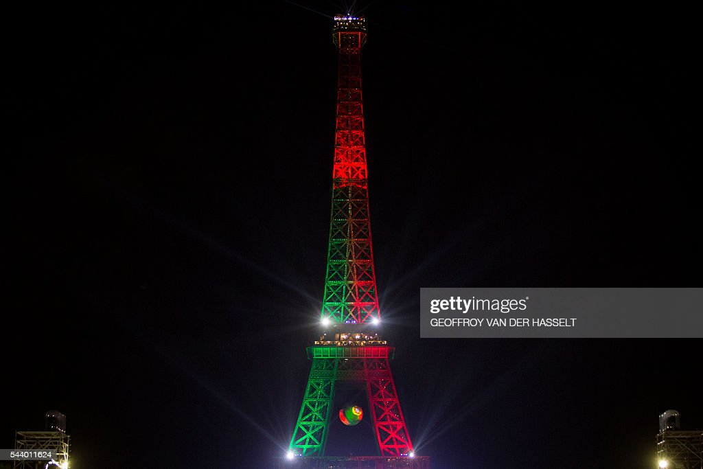 The Eiffel tower in Paris wears the Portugal flag after Portugal won the game with Poland on June 30, 2016. / AFP / GEOFFROY