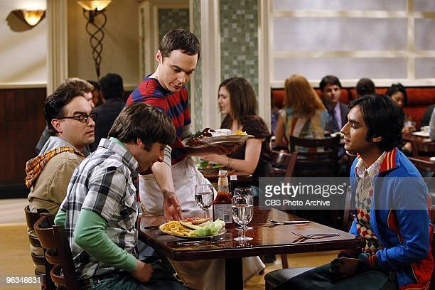 'The Einstein Approximation' Sheldon's search for the answer to a physics problem leads him to work at the Cheesecake Factory where he serves his...