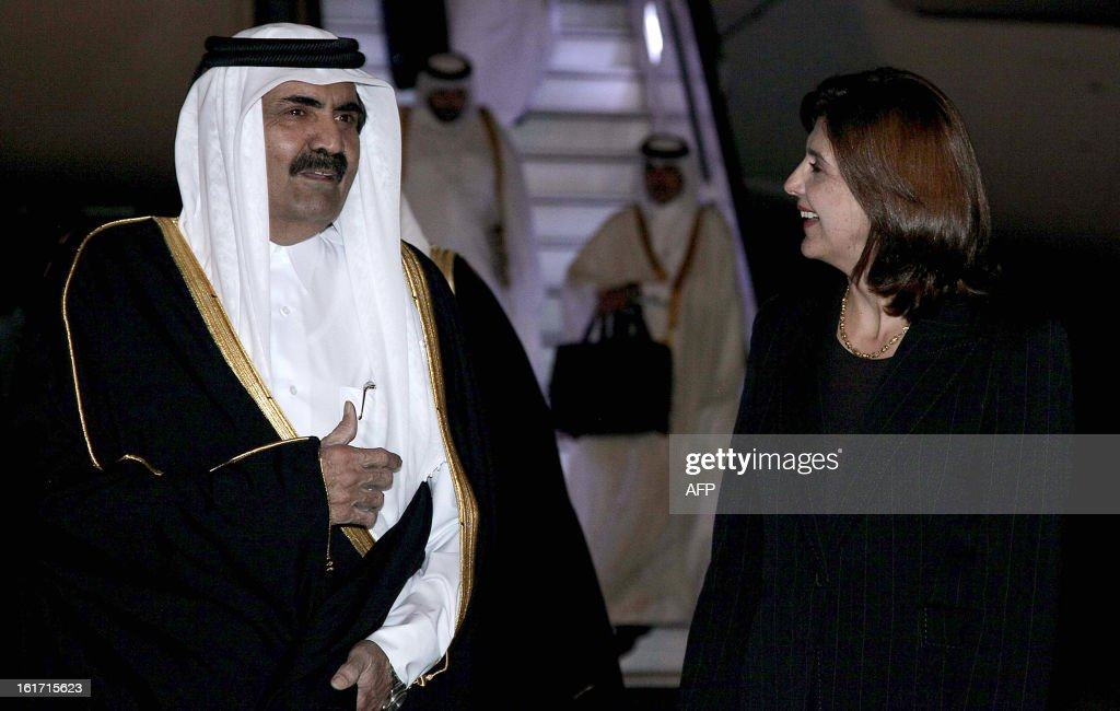 The Emir of the State of Qatar, Hamad Bin Khalifa Al-Thani (L), is welcomed by Colombian Foreign Minister Maria Angela Holguin at CATAM militar airport, in Bogota, on February 14, 2013. Al-Thani is in Colombia on a two-day official visit. AFP PHOTO/Felipe Pinzon