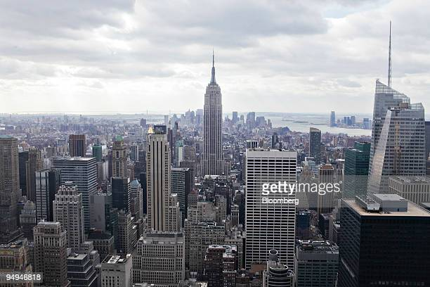 The Empire State Building center stands in midtown Manhattan in New York US on Thursday Feb 12 2009 Manhattan office vacancies rose to 76 percent in...