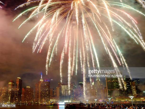 The Empire state Building is seen during the Macy's 4th of July fireworks show from Queens New York on July 4 2017 / AFP PHOTO / EDUARDO MUNOZ ALVAREZ