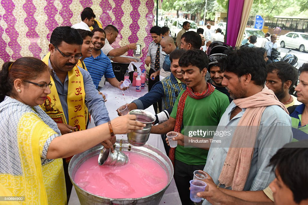 The Employees of Reserve Bank of India offering sweet water on the occasion of Nirjala Ekadashi and Ganga Dashehra at Parliament Street on June 16...