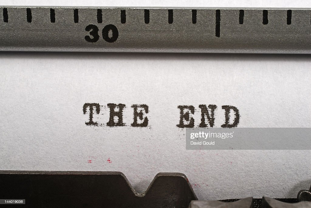 'The end', typed on an old manual typewriter : Stock Photo
