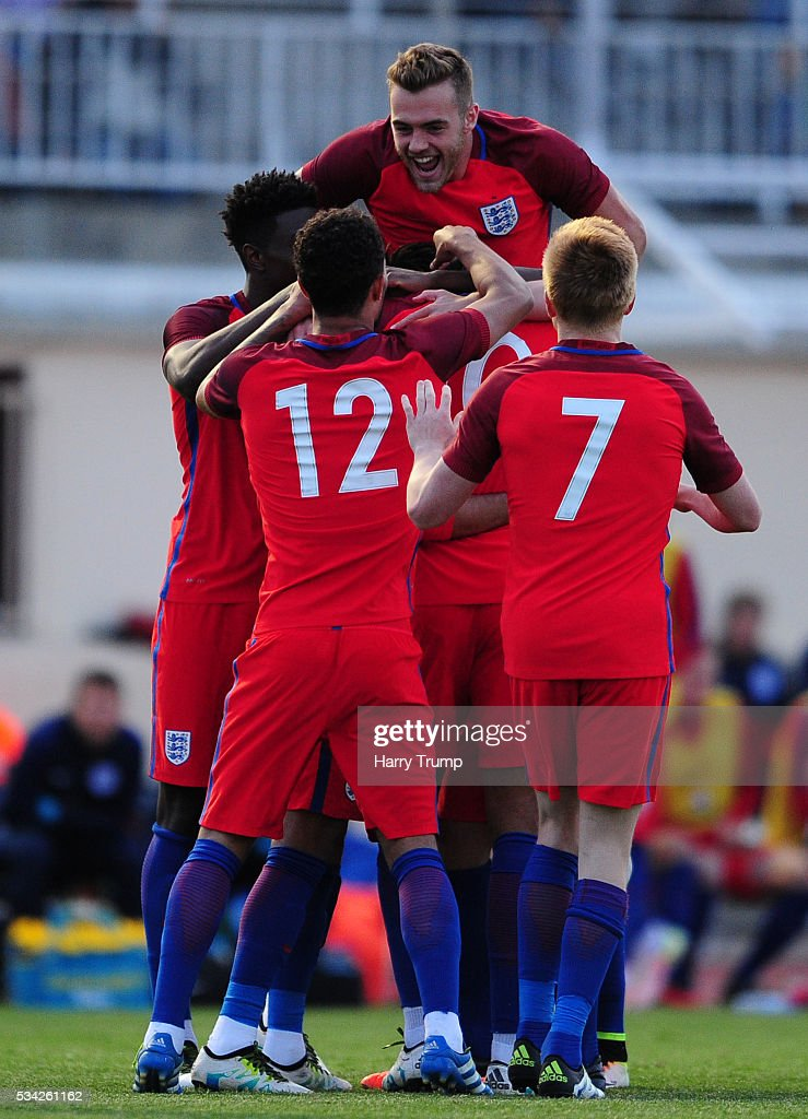The England team celebrate as Ruben Loftus-Cheek of England scores his sides second goal during the Toulon Tournament match between Paraguay and England at Stade Antoinr Baptiste on May 25, 2016 in Six-Fours-Les-Plages, France.