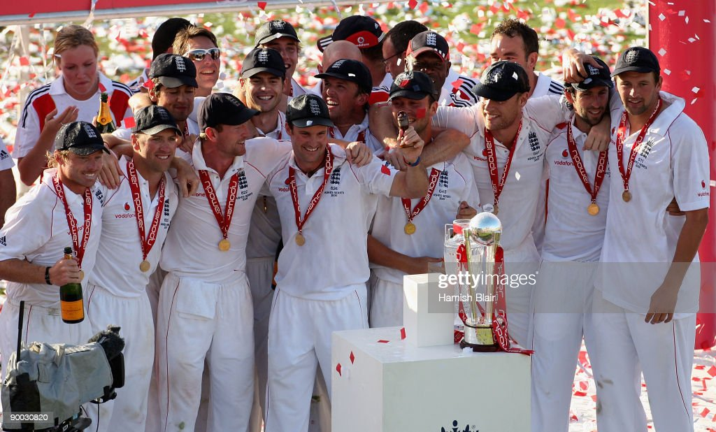 The England team celebrate with the replica urn during the presentations after day four of the npower 5th Ashes Test Match between England and Australia at The Brit Oval on August 23, 2009 in London, England.