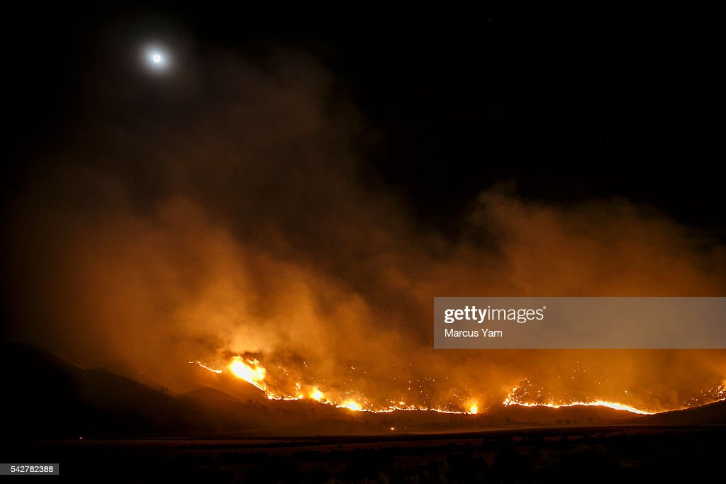 The Erskine wildfire heads down the mountains towards Kelso Valley, near Lake Isabella, Calif., on June 24, 2016.