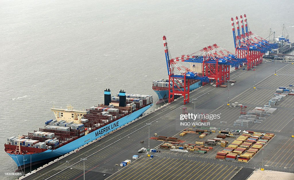 The 'Eugen Maersk' container ship (R) and the 'Majestic Maersk' (L) lie at the dock of the JadeWeserPort in Wilhemlshaven, Germany on October 4, 2013. AFP PHOTO / DPA / INGO WAGNER +++ GERMANY OUT